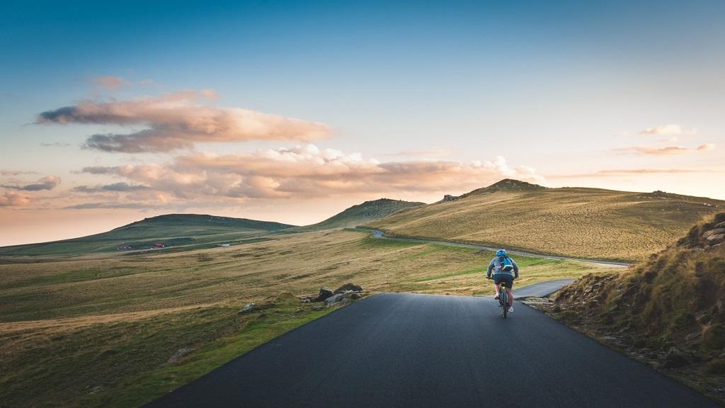 Viajar de bike: 10 lugares para você conhecer pedalando